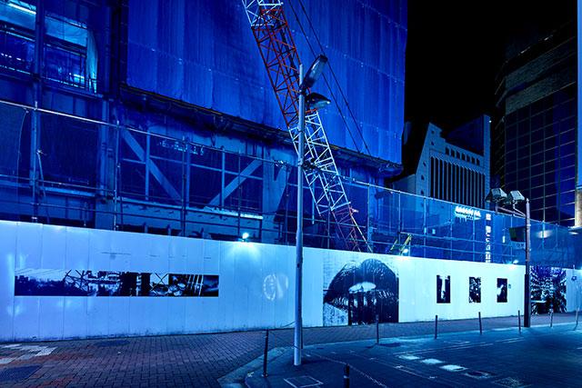 「新宿アートウォールプロジェクト」完成 森山大道氏、開発好明氏の作品を公開