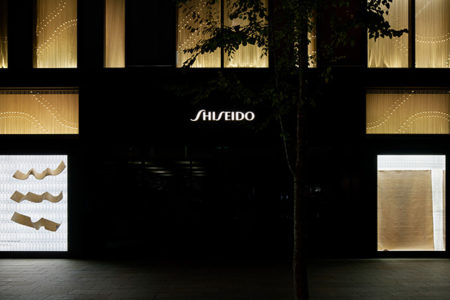 W'UP! ★ 9月16日~12月29日 小沢剛氏「天空からの絨毯  THE CARPET FROM THE SKY」 SHISEIDO THE STORE 1階